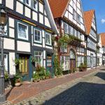 Die Bäckerstraße in Rinteln an der Weser Rinteln ist eine Stadt im Weserbergland an der Weser, Landkreis Schaumburg, Niedersachsen.